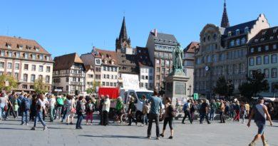A la marche pour le climat du mois d'octobre, les manifestant.e.s se rassemblaient Place Kléber, où sera peut-être bientôt installée une borne Mégollecte ! (Photo DL / Les Défricheurs / cc)